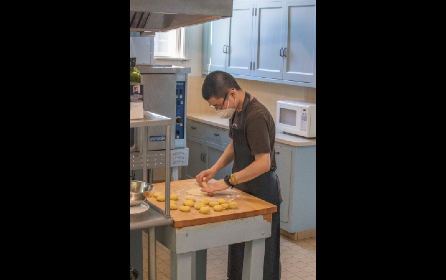 Justin Lee, a new staff member at DRBU, hand rolling delicious turmeric flatbread. It reminded me of a cross between a flour tortilla and chinese bread (餠).